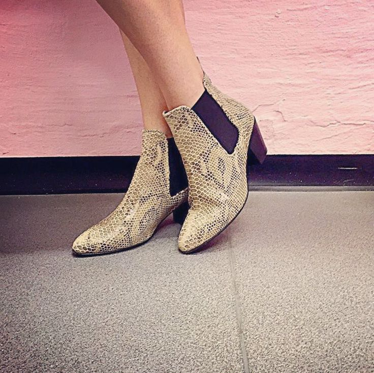 The Beate boots in sexy snake!