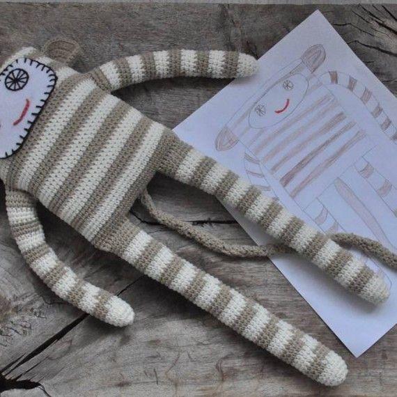 #jucarii crosetate pentru #copii Granny of a kind http://urbancollective.ro/produs/stripped-monkey/