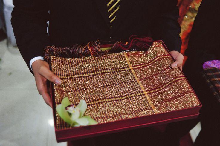Batak Wedding - Ulos Hela - www.thebridedept.com