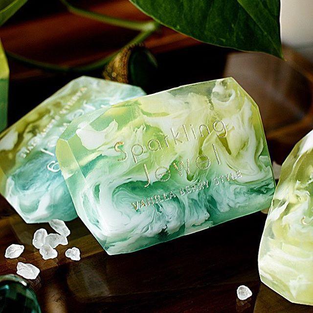 여름이니까민트향 시원한 비누로 샤워하기!#handmadesoap #soap #mintsoap #coolsoap #marblesoap #designsoap #비누 #디자인비누 #민트 #민트비누 #여름샤워