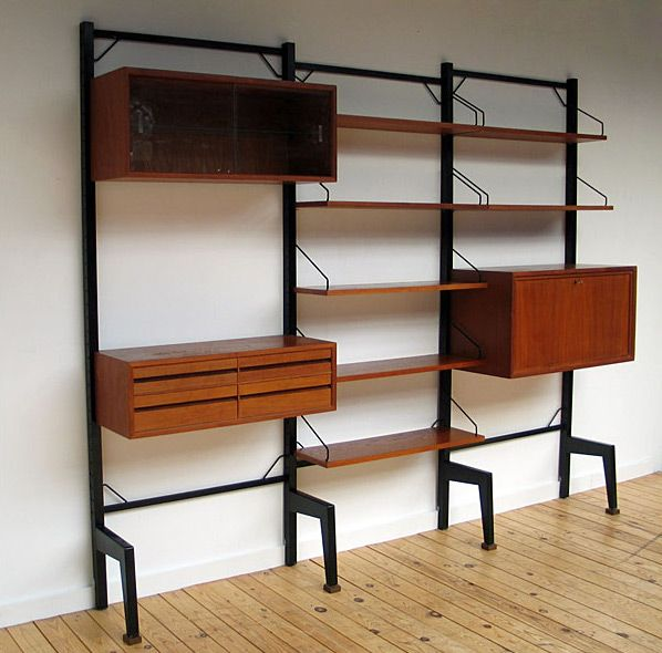 Danish modular wall unit ROYAL SYSTEM Poul Cadovius. Modern online gallery. Featuring a varied selection of vintage furniture and architect furniture. At http://www.furniture-love.com/vintage/furniture/