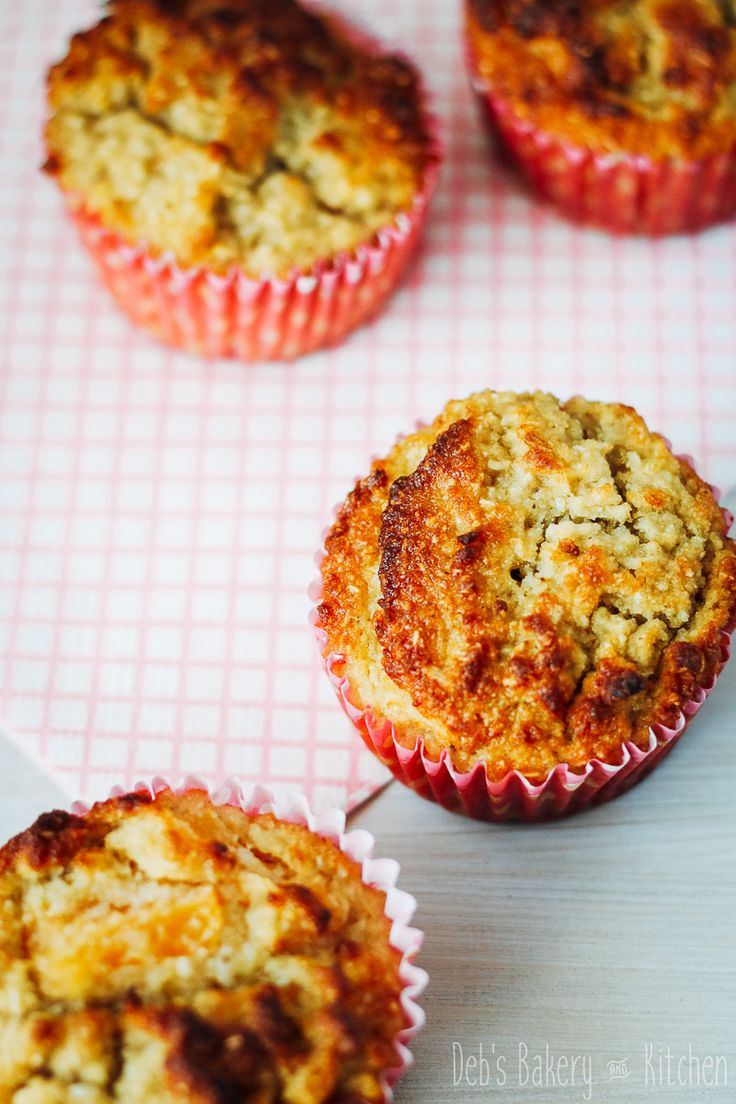 Dit recept voor glutenvrije ananas kokosmuffins is eenvoudig en de muffins zijn smeuïg en zoet!