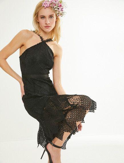 8d74d109559b3 Siyah bir elbise modeli mi arıyorsunuz? Koton''un siyah bayan zeynep tosun  for