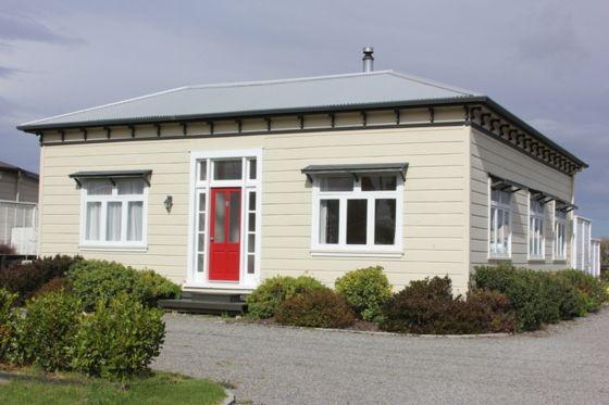 The Red Door in Martinborough  in Martinborough, Wairarapa   Bookabach
