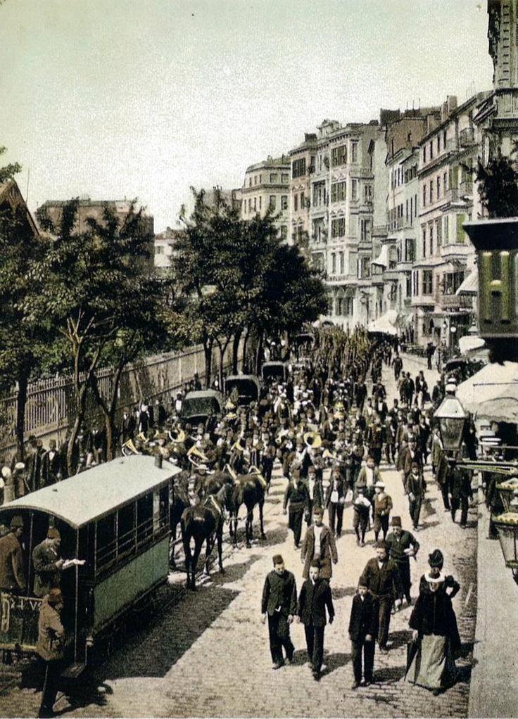 Bazen bir fotoğraf sayesinde hep gittiğimiz gördüğümüz bir yeri algılama biçimimiz değişir F: 1900'ler Tepebaşı