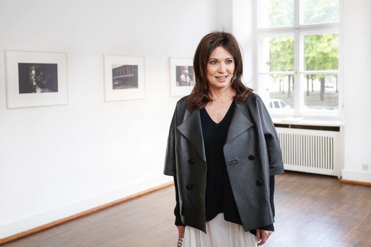 Schauspielerin Iris Berben bringt Glanz in den Berliner Fotografie Salon 2016 © Isa Foltin