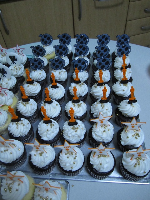 10+ images about Red carpet cupcakes on Pinterest ...