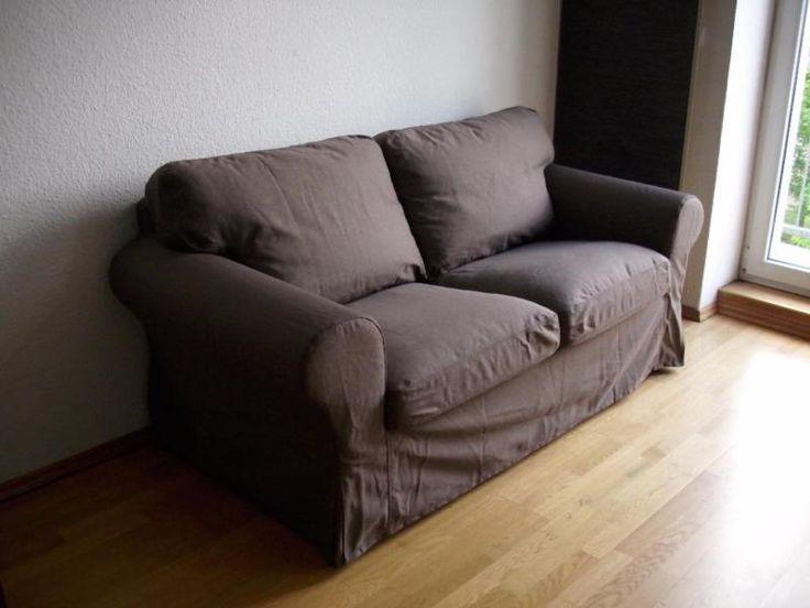 """Biete ein schönes und sehr gut erhaltenes Sofa von Ikea Modell """"EKTORP"""".Es ist ein a2er-Sofa, die Farbe der Bezüge ist Jonsboda braun (Ikea Bezeichnung).Die Bezüge sind neu und unbenutzt !!Maße:Breite: 179 cmTiefe: 88 cmHöhe: 88 cmSitztiefe: 49 cmSitzhöhe: 45 cm"""