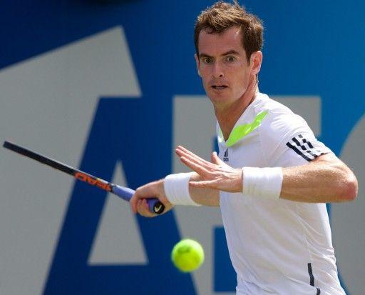 男子テニス、エイゴン選手権(AEGON Championships 2014)、シングルス2回戦。リターンを狙うアンディ・マレー(Andy Murray、2014年6月11日撮影)。(c)AFP=時事/AFPBB News
