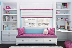 Диван под окном в детской   #голубой #детская #диван #окно #розовый Ещё фото…