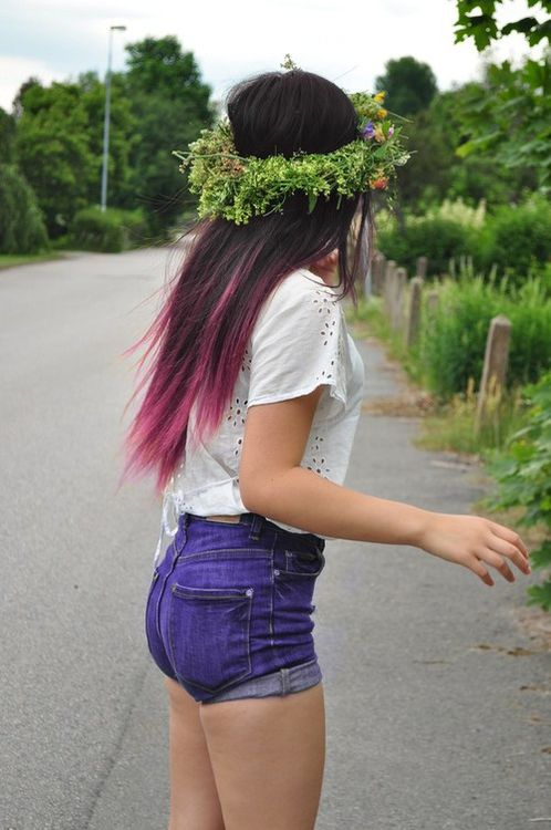 pink hair on a brunette! This might work for me :D