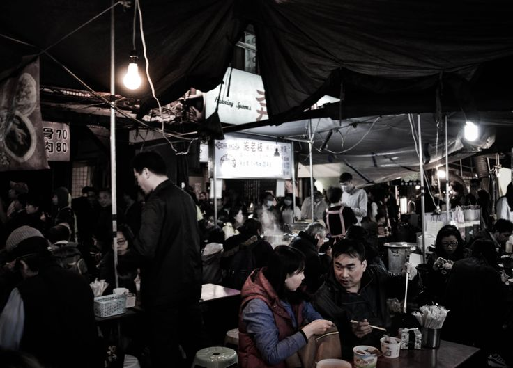 Raohe Nightmarket - a glimpse of dinner time in Taiwan, here you will find one of the best street foods of Taiwan!