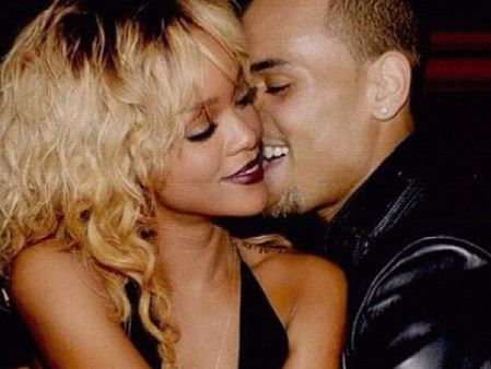 Chris Brown ama Rihanna, mas tem medo de reatar