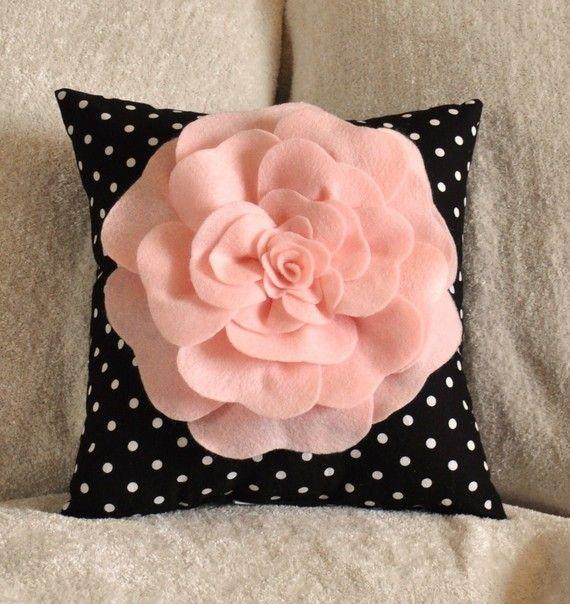 Caliente rosa sobre negro con el tamaño de la almohada por bedbuggs
