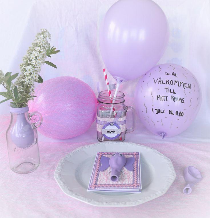 Ballongfest - http://kristinasscrapbookingblogg.se/ballongfest/ - Hejsan!  Idag har jag dukat upp till en ballongfest med inspiration till den som vill ordna ett kalas med roliga och ballongiga inbjudningar och dekorationer.    Materialet jag använt är huvudsakligen: ljuslila ballonger, rosa bordslöparnät, lila organzaband, glittrigt silverpapper,...