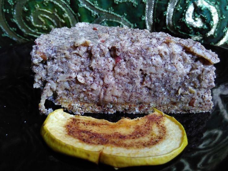 Apple-poppy-seed raw cake