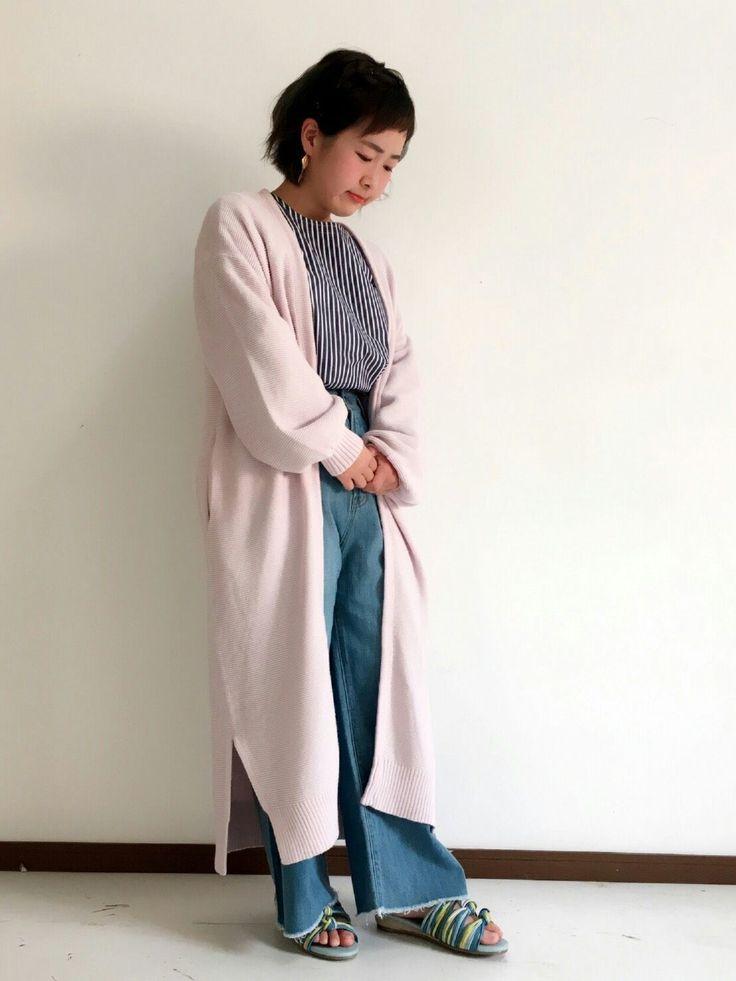 ガーター編みロングカーディガン さらっとした着心地のガーター編みロングカーディガン。まだ少し肌寒さの残る今時期は重宝するアイテムです。春らしいピンクが可愛い、オススメの一着です。