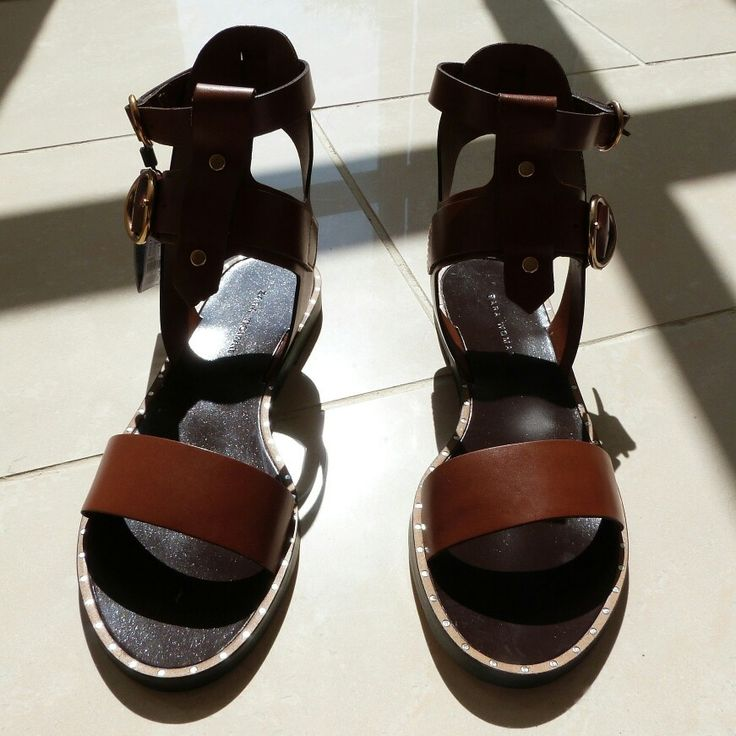 Shadow blocking these Roman warrior.  Perfect summer sandal
