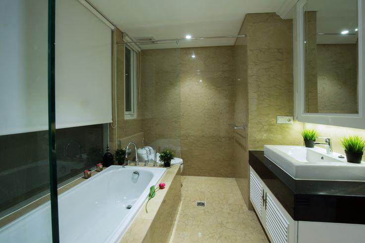 Ide bathup modern untuk kamar mandi minimalis   Portofolio By : DX Interior (Interior Designer di Sejasa.com)