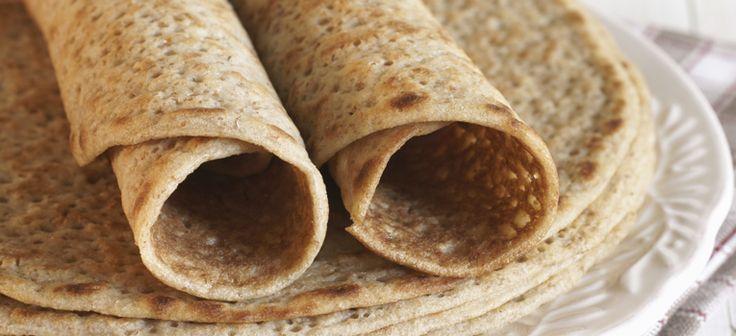 Crepes de aveia:   – Ingredientes –  (Para 4 crepes)   1 ovo 70g de farinha de aveia 250ml de leite amêndoa 1 c. de sopa de mel 1 c. de chá de aroma de baunilha Raspa de laranja
