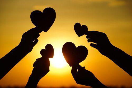 Presenciar actos de bondad transmite un sentimiento de paz y alegría que perdura en quien lo hace, en quien lo recibe y en quien lo ve.