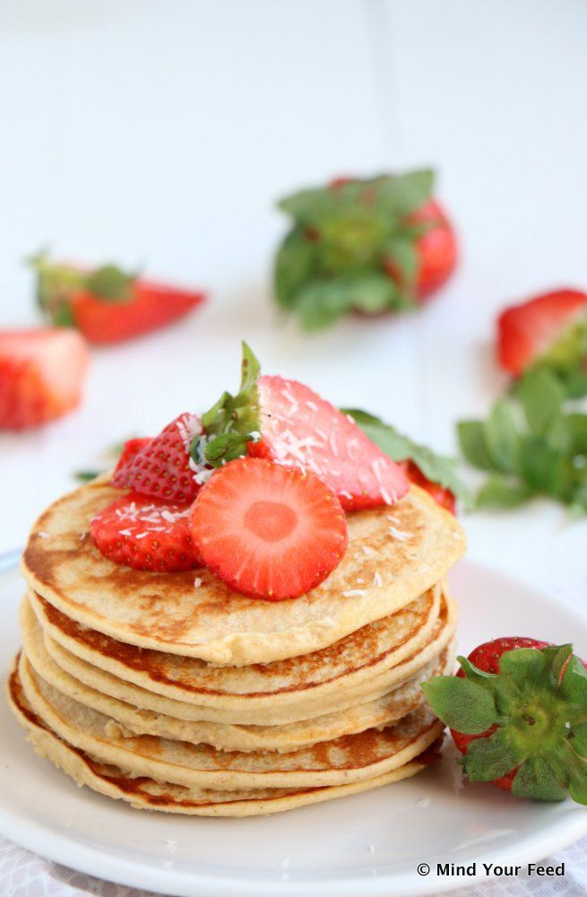 Yoghurt havermout pannenkoekjes met aardbeien