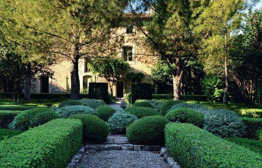 luberon une maison qui aime la nuance espace ext rieur jardin par c t maison pinterest. Black Bedroom Furniture Sets. Home Design Ideas