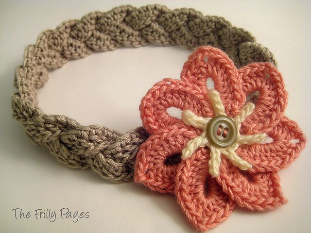 """There's a link to free pattern for the flower used in this """"Braided Headband with 7-petal Flower""""!"""