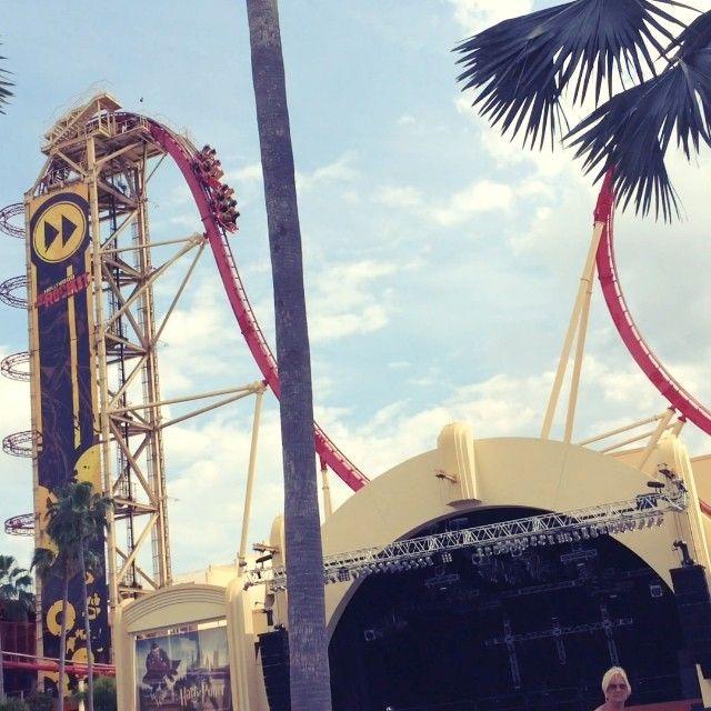 Já conferiram o 2º vlog dos parques de Orlando?? Será que passei mal nessa montanha russa?? Haha Confiram: www.youtube.com/barbiepahetaci