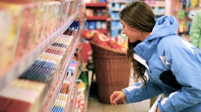 Les courses occupent une place importante dans nos budgets. Tout est fait pour nous faire consommer et dépenser. Voici 4 conseils pour ceux qui veulent apprendre à mieux acheter pour mieux économiser.  Découvrez l'astuce ici : http://www.comment-economiser.fr/economiser-en-faisant-ses-courses.html?utm_content=bufferf10e8&utm_medium=social&utm_source=pinterest.com&utm_campaign=buffer