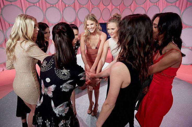 Модели Victoria's Secret провели встречу в прямом эфире #звезды #знаменитости #VictoriasSecret