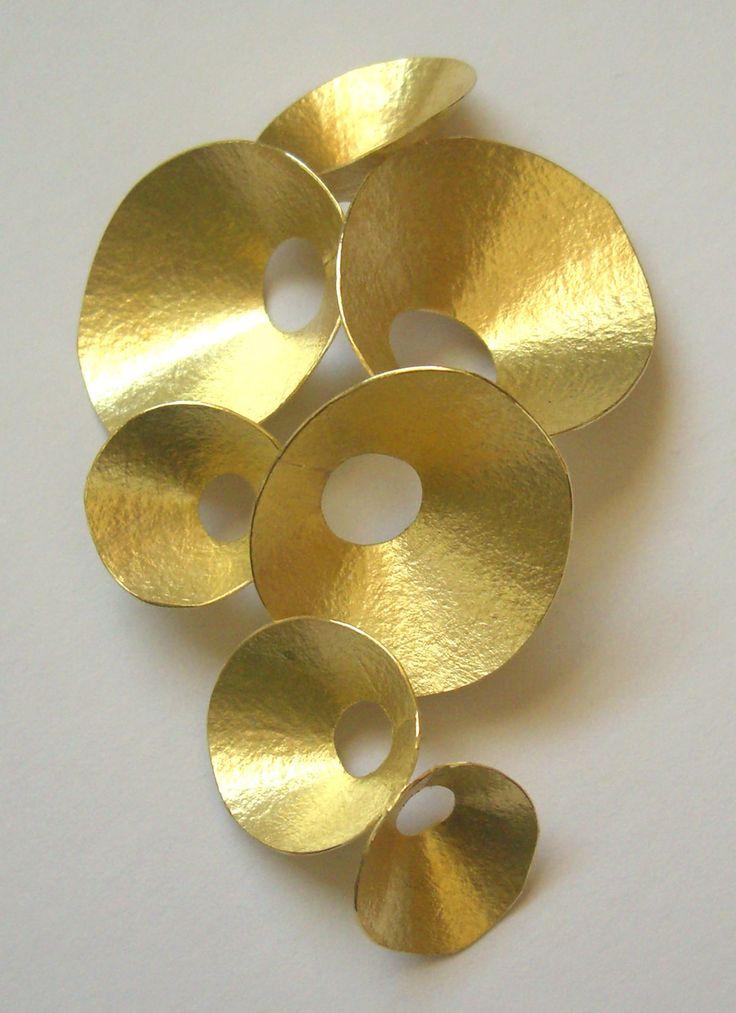 Kayo Saito | 18 karat gold seed pod brooch