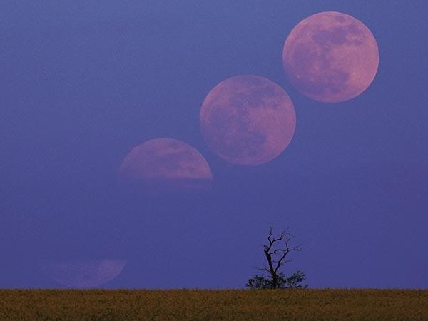 Parcialmente cubierta por las nubes, la luna se eleva sobre Veszprém, Hungría, como se ve en una combinación de imágenes tomadas la noche del sábado 5 de mayo.