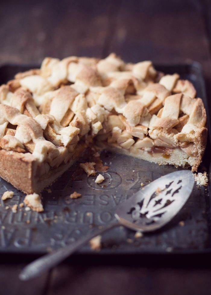 Ho sempre avuto un enorme debole per le torte di mele (tempo fa volevo persino dedicarci un piccolo progetto, alle torte di...