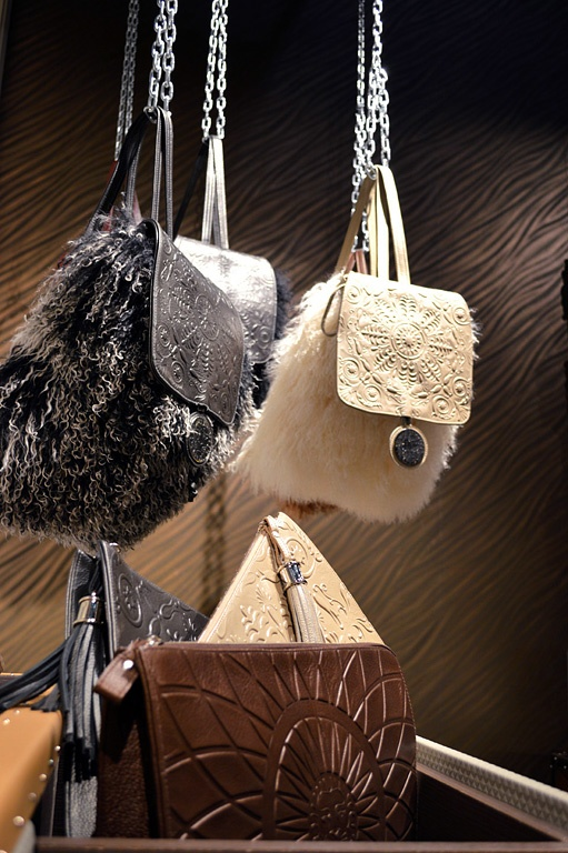 Leather ACCESSORIES Collection at ISALONI 2013, Milano. Copyright by Coleccion Alexandra.