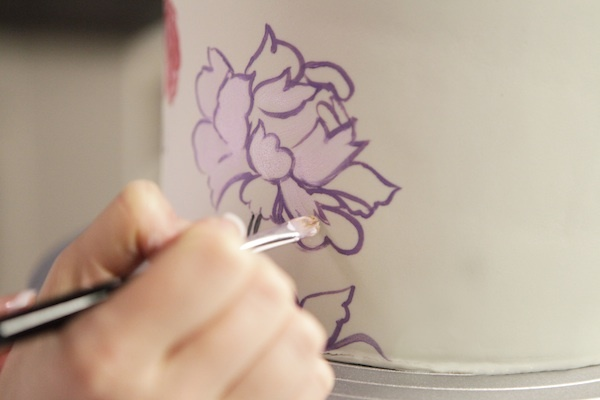 Free class! Learn to add dimension and depth to your cakes with custom colored paints, elegant flowers and chevron designs, and tracing transfer method! Click: http://www.craftsy.com/ext/20130104_ClassPin3