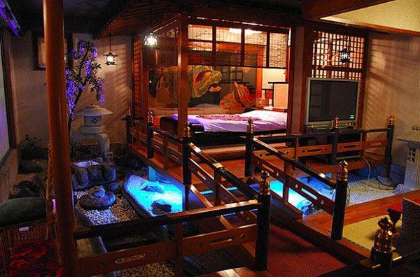 出典:http://www.toiu.jp ラブホの中には変わった部屋を持っているところがあります。それは特殊な性癖の方のためというものもありますが、インパクトを狙っただけのとんでもない部屋があるんです。 こんな部屋があったら一度見てみたいと思いませんか? それと最近では利用者もカップルだけではないんです! びっくりラブホテル1:天女山スカイホテルAINE/奈良県 出典:http://livedoor.blogimg.jp 奈良県の田舎にあるごく普通のラブホテルです。 その中はまさに夢空間?異空間?宇宙空間? 盛り上がるかもしれませんが、違う盛り上がりで終わりそうな気がしてしまいます・・・ びっくりラブホテル2:Hotel迎賓館/神奈川県 出典:http://wha2up.com その名の通り、豪勢な和のテイストが売りのラブホテルです。まるで映画の世界のようですね。実はここ、本当に映画の撮影に使われたことがあります。 「ヘルタースケルター」で使われたのが、このお部屋なんです。 出典:http://hotel-geihinkan.com…