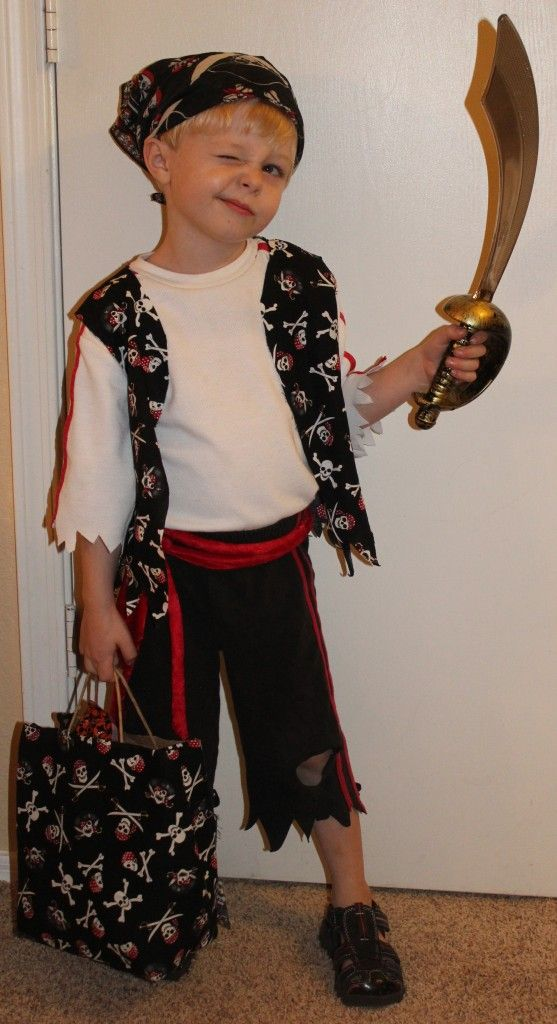 Best 25 pirate costume theme for the whole family images on diy pirate costume my fav look with instructions solutioingenieria Images