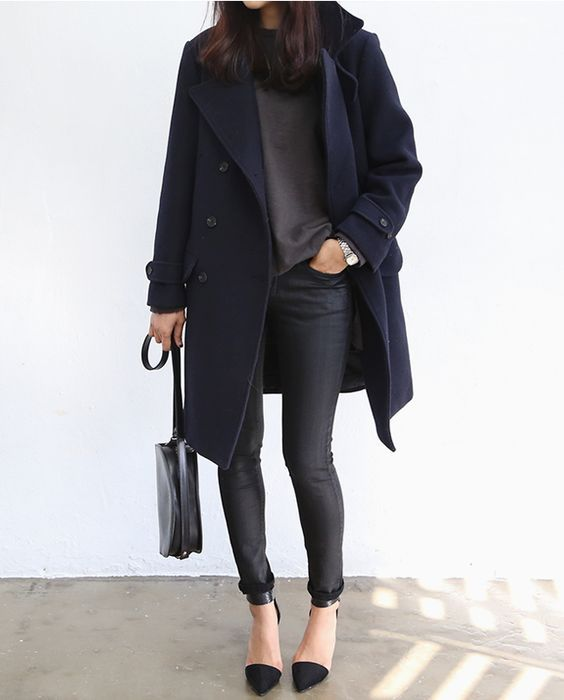 Winter fashion | Navy coat, grey t-shirt, skinny jeans, heels and a purse
