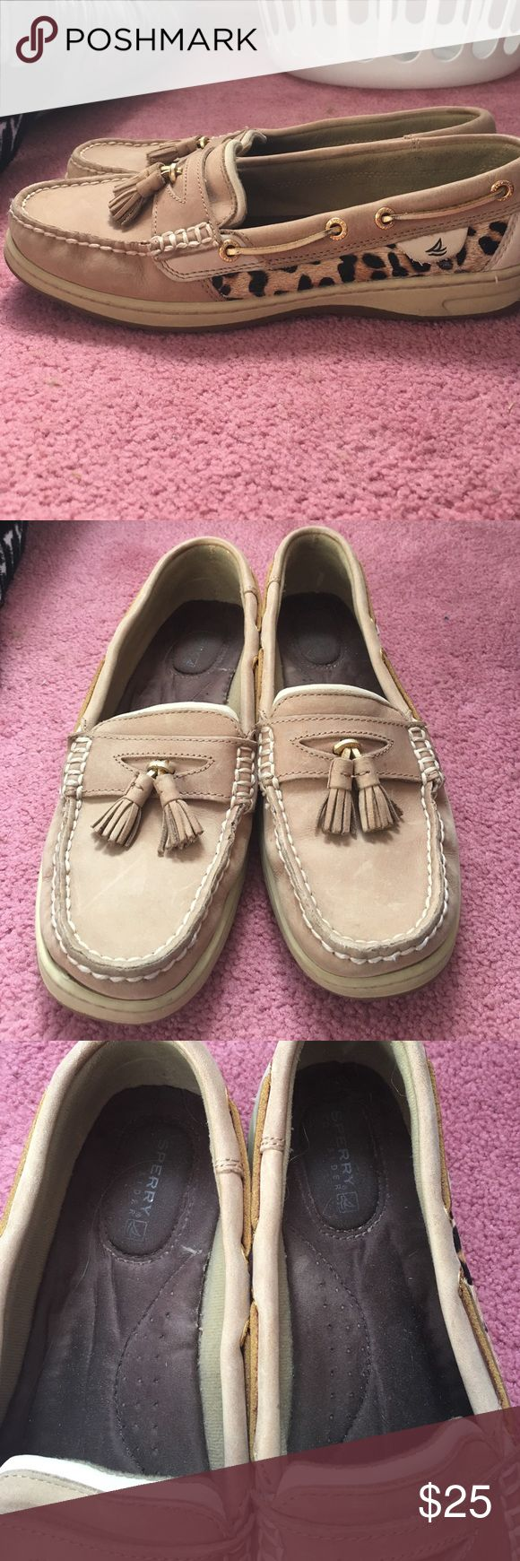 Sorrry Top Siders tan and cheetah sperrys for sale! in good condition only worn a couple of times, feel free to ask questions or offers! Sperry Top-Sider Shoes Flats & Loafers