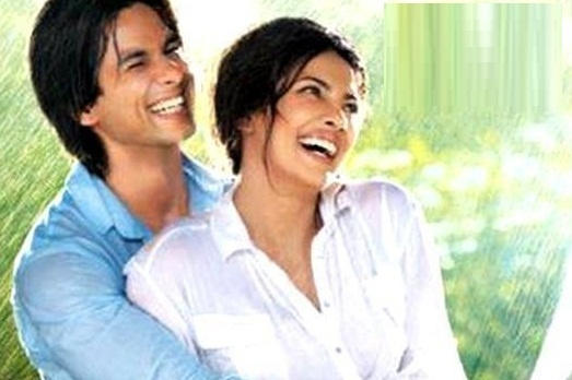 Watch the ExclusiveMukhtasar Song Video From Teri Meri Kahaani Movie, starring Shahid Kapoor & Priyanka Chopra .Check out Exclusive Mukhtasar video song...