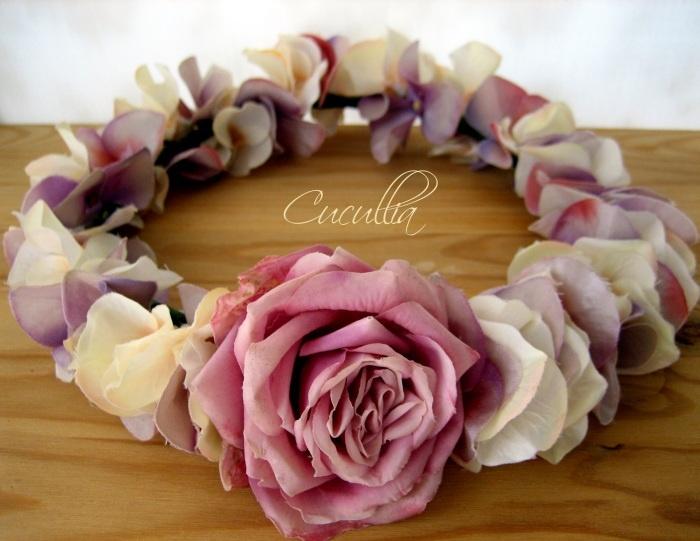 Coronas   Cucullia. Hydraganea and rose flowered crown, corona de flores para el pelo, corona de flores,