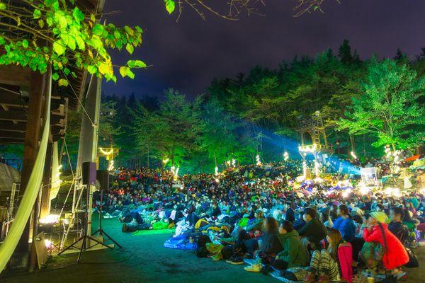 「夜空と交差する森の映画祭」/「夜の森」で映画鑑賞してみない?