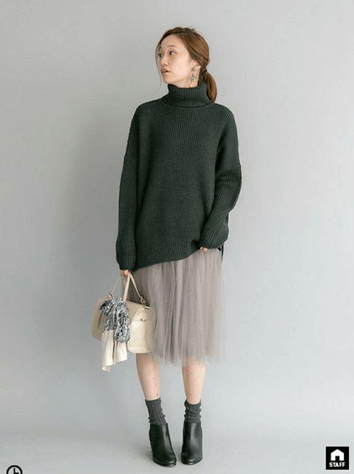冬にしたいゆるっとコーデ。甘くなりすぎないように、暗めのトーンに。40代アラフォー女性におすすめのチュールプリーツスカートコーデ♪