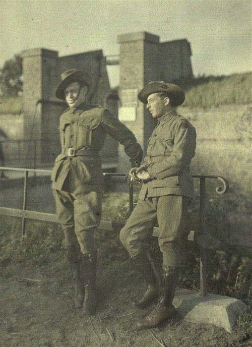 Australian soldiers in uniform. Bergues. (Northern France, September 2, 1917)