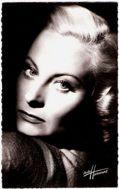 Michèle Morgan, born in 1920 - french postcard by editions du globe, photo studio harcourt