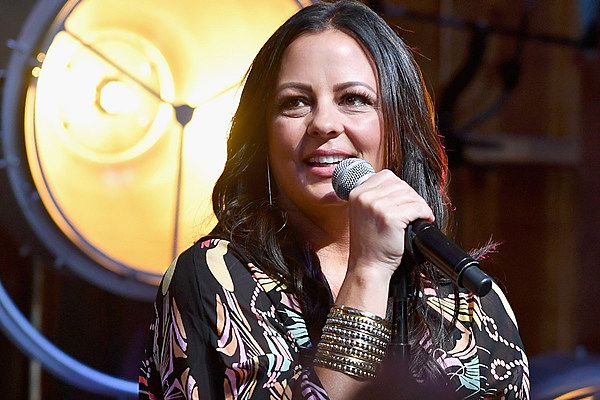 Sara Evans to Lead 2018 CMT Next Women of Country Tour
