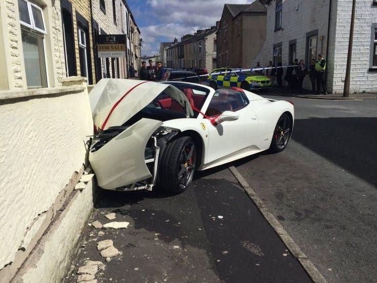 Um noivo começou sua vida de casado da pior forma possível. E não pense que foi por um problema com sua mulher. Ele simplesmente destruiu uma Ferrari que havia alugado para o seu casamento.  Usman Ali, de 25 anos, bateu o veículo de luxo alugado para o seu casamento no último final de semana em Burnley