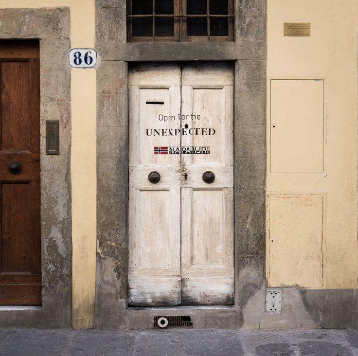 Journey through #firenze with us and discover the first mysterious door to the unexpected….What could be hidden behind it?  FIRENZE, VIA SAN GALLO, 86