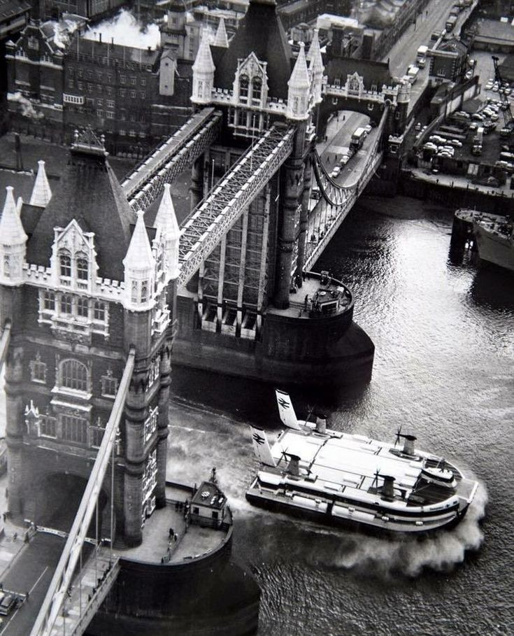 Tower Bridge, 1970s